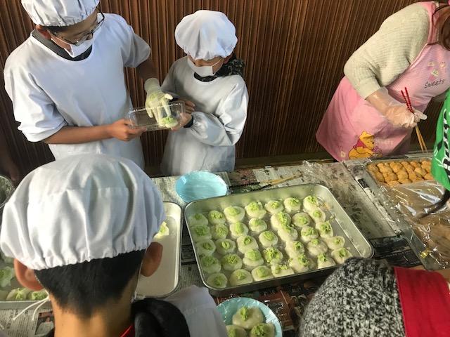 小学校5年生の収穫祭